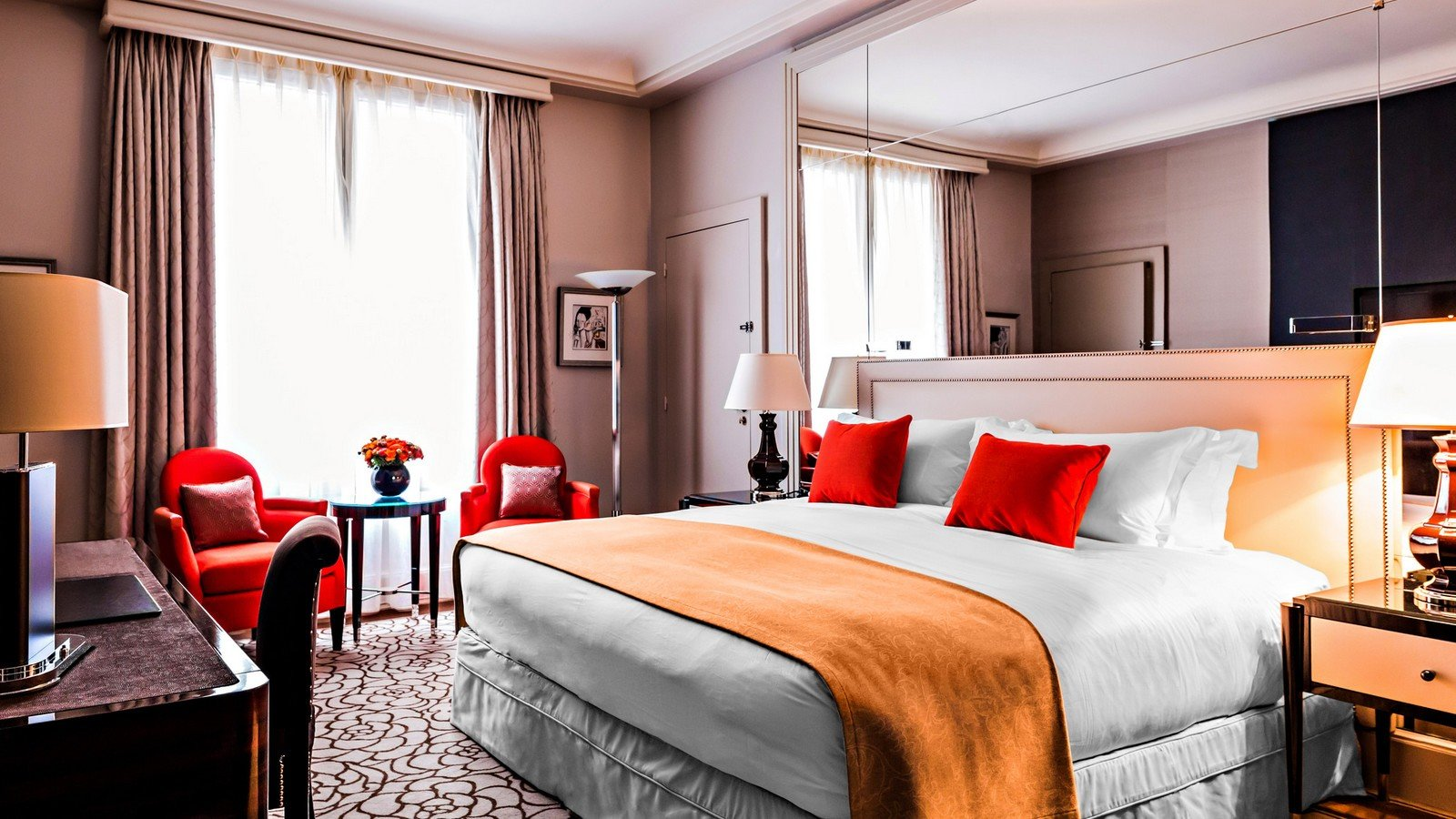 prince de galles paris prince de galles suite saphir hotel in paris near champs elysees and. Black Bedroom Furniture Sets. Home Design Ideas